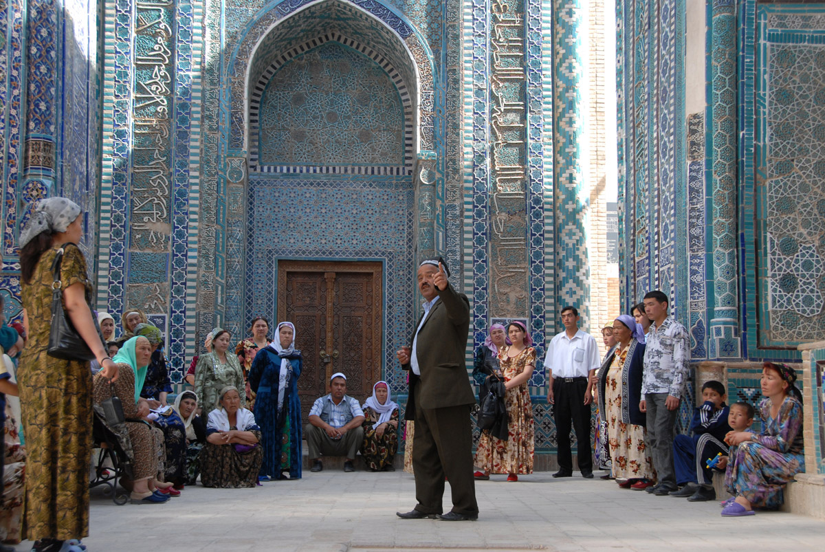 The ancient Shaki-Zinda Necropolis in Samarkand fascinates both foreign visitors and locals. It's special to Muslims, for it houses mausoleums and mosques.