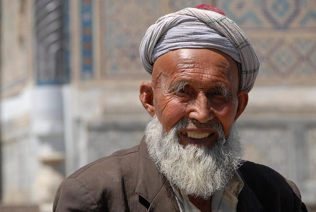 Photo of the Week (04 April 2010) - A Warm smile from an elder in Uzbekistan