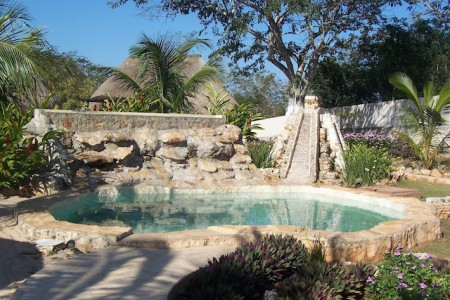 Mexico Mayan temazcal pool 450x300 The Mexican Temazcal: An Experience in a Maya Sweat Lodge