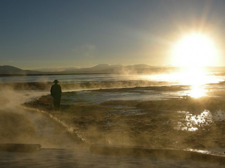 Sunrise at the Laguna Polques hot springs of theSalar de Uyuni in Bolivia