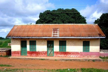 Ghana World Heritage Ashanti house 450x301 World Heritage Sites of Ghana: Castles, Ashanti Houses and a Troubled Lake