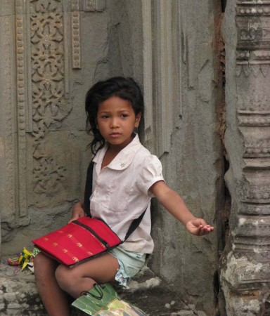 cambodia girl 384x450 Why Arent More Bloggers Writing About Responsible Travel?