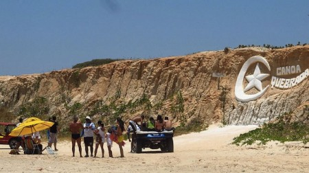 brazil-canoa-quebrada-beach-cliffs