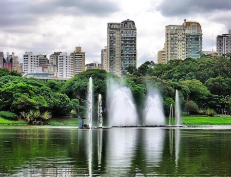 Fountains and lake of Ibirapuera Park, São Paulo, Brazil