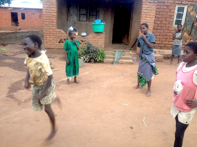 Kids in Malawi jumping rope