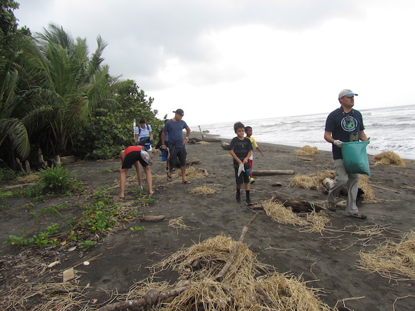 Ecotourism and family travel in Costa Rica: kids participating in Thomson Family Adventures' Jacinta program