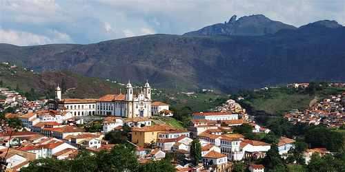 A panoramic view of Ouro Preto, Brazil, with Itacolomi Peak in the background