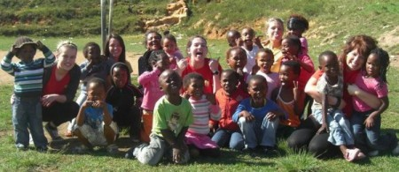 Jamie-Lee (centre) with young people in Knysna, South Africa