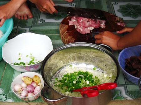 In nems, after all the ingredients (including pork, mung bean noodles, egg, green onions, two kinds of mushrooms and seasoning) have been thoroughly mixed, the rolls are wrapped in rice paper and then fried in boiling oil