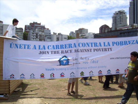 Un Techo Para Mi Pais stages a protest to spread awareness of poverty