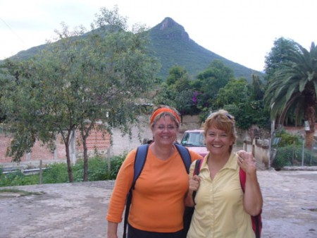 En Vía volunteers Susan Bean Aycock (the author) and Shelley Tennyson in Teotitlán del Valle, Oaxaca, Mexico