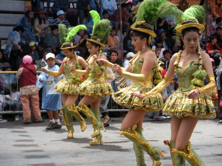 Carnival_in_Bolivia_dancers