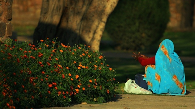Photo of the Week (9 November 2012): Cleaning Woman, Humayun's Tomb, Delhi