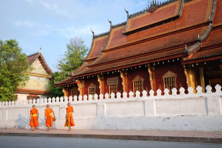 morning alms in luang prabang laos 3