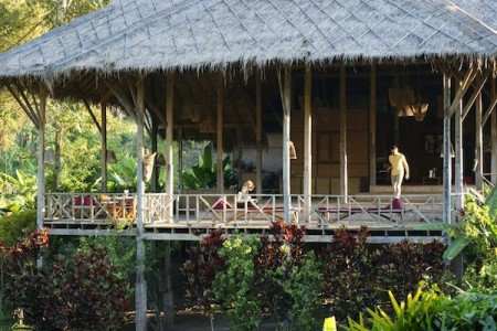Lisu Lodge supports the local economy of the hill tribes in northern Thailand
